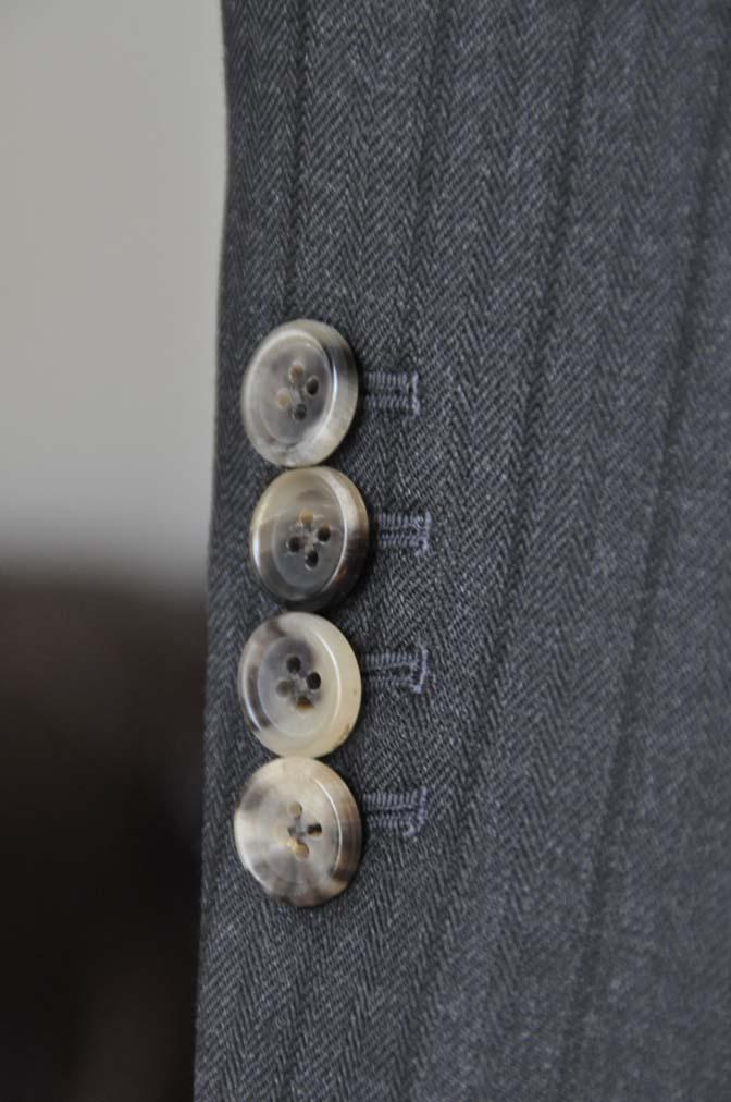 DSC03723 お客様のスーツの紹介- DUGDALE チャコールグレーストライプ スリーピース- 名古屋の完全予約制オーダースーツ専門店DEFFERT