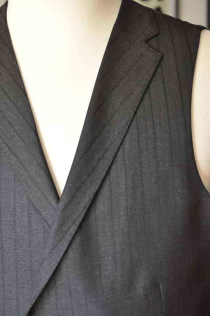 DSC03741 お客様のスーツの紹介- DUGDALE チャコールグレーストライプ スリーピース- 名古屋の完全予約制オーダースーツ専門店DEFFERT
