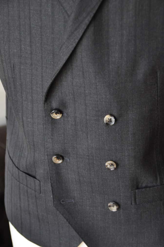 DSC03754 お客様のスーツの紹介- DUGDALE チャコールグレーストライプ スリーピース- 名古屋の完全予約制オーダースーツ専門店DEFFERT