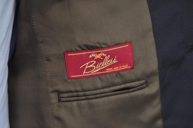 DSC0377-5 オーダースーツの紹介-Biellesi無地ネイビースーツ-