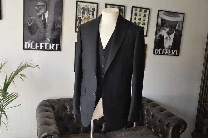 DSC0379-1 お客様のスーツの紹介- DUGDALE ブラックストライプ スリーピース- 名古屋の完全予約制オーダースーツ専門店DEFFERT