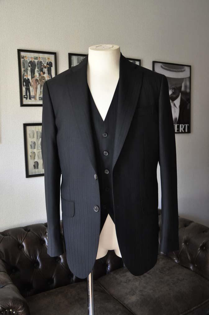 DSC0380-1 お客様のスーツの紹介- DUGDALE ブラックストライプ スリーピース- 名古屋の完全予約制オーダースーツ専門店DEFFERT