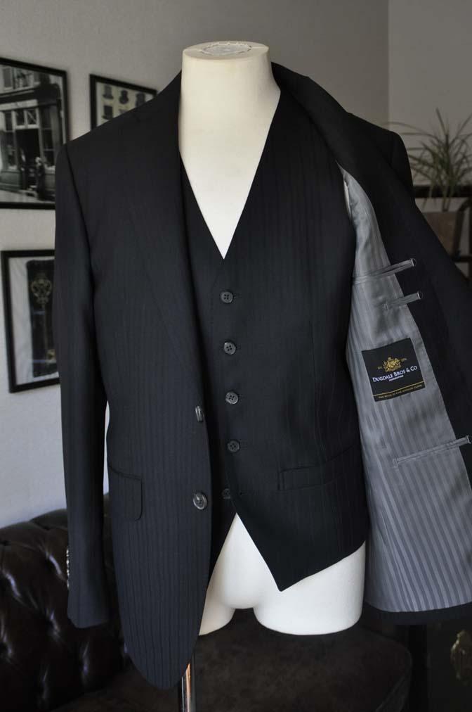 DSC0381-1 お客様のスーツの紹介- DUGDALE ブラックストライプ スリーピース- 名古屋の完全予約制オーダースーツ専門店DEFFERT
