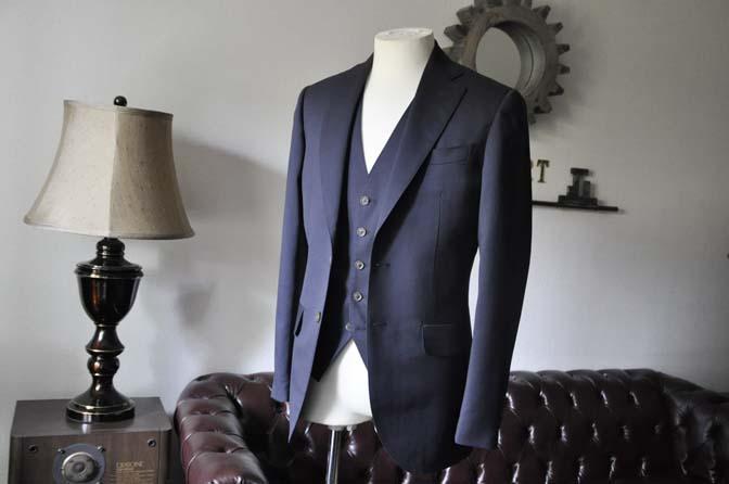 DSC0381-2 お客様のスーツの紹介-無地ネイビースリーピーススーツ- 名古屋の完全予約制オーダースーツ専門店DEFFERT