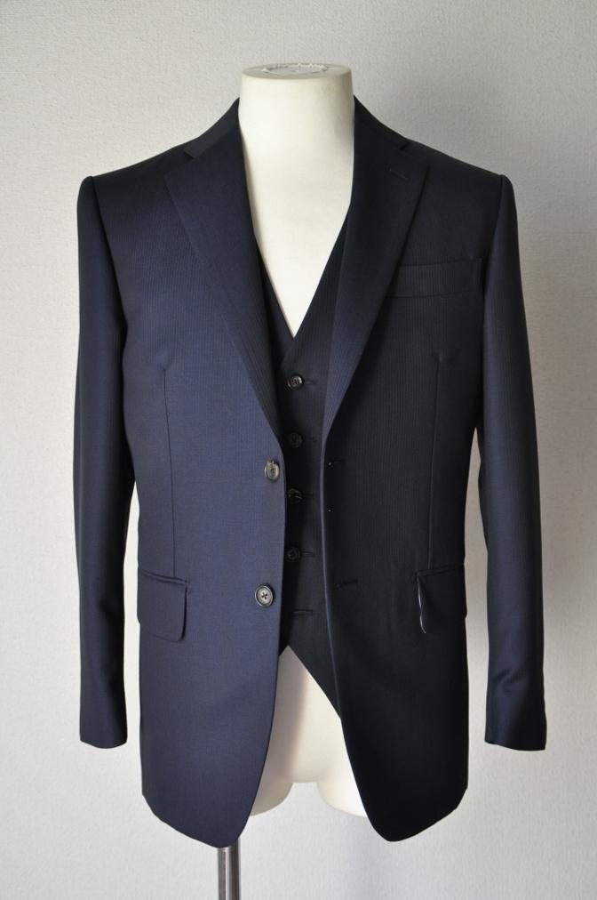 DSC0381 お客様のスーツの紹介-御幸毛織 Box Collection ネイビーストライプ スリーピース-