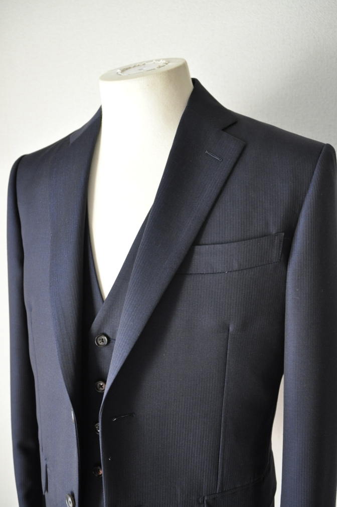 DSC0382 お客様のスーツの紹介-御幸毛織 Box Collection ネイビーストライプ スリーピース-