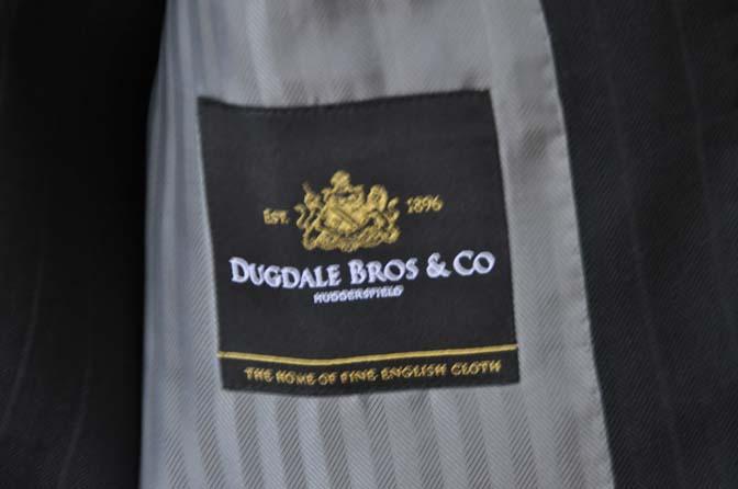 DSC0383 お客様のスーツの紹介- DUGDALE ブラックストライプ スリーピース- 名古屋の完全予約制オーダースーツ専門店DEFFERT