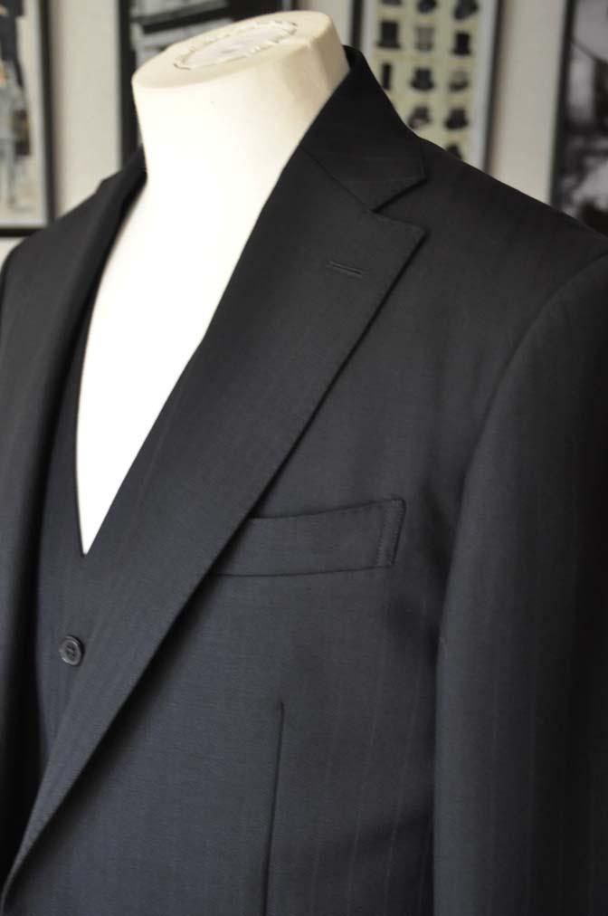 DSC0384 お客様のスーツの紹介- DUGDALE ブラックストライプ スリーピース- 名古屋の完全予約制オーダースーツ専門店DEFFERT