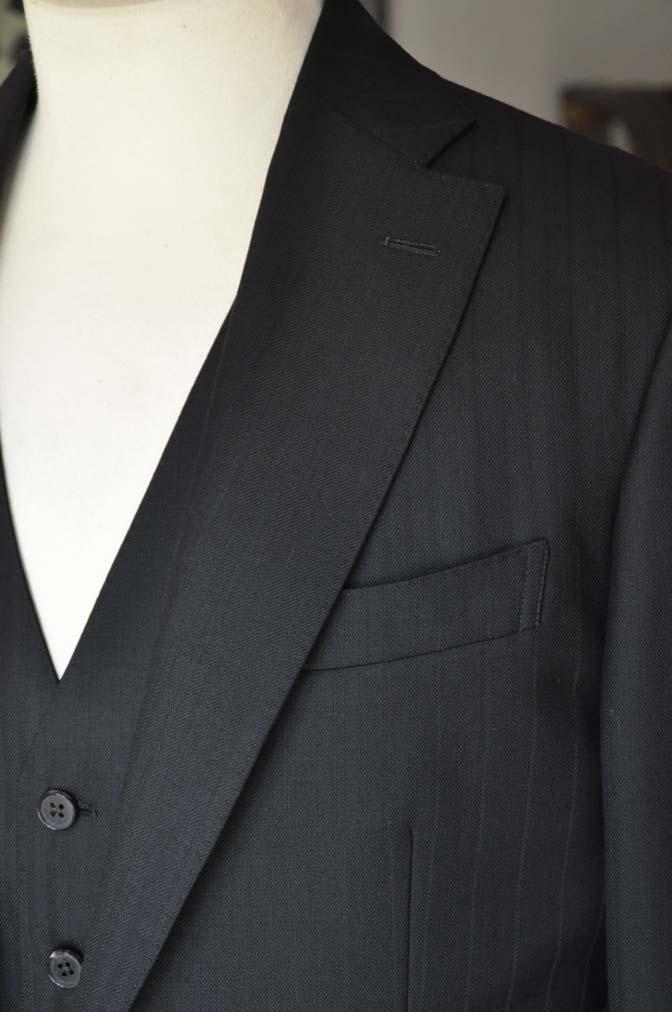 DSC0385-1 お客様のスーツの紹介- DUGDALE ブラックストライプ スリーピース- 名古屋の完全予約制オーダースーツ専門店DEFFERT