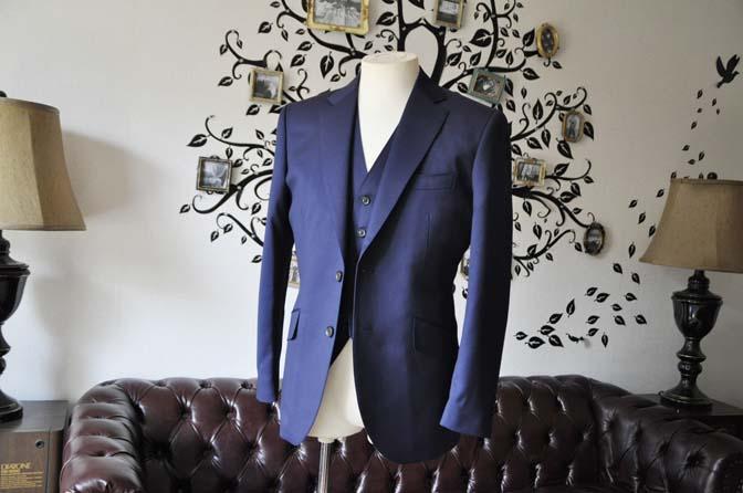 DSC0386-4 お客様のスーツの紹介-Biellesi無地ネイビー  スリーピーススーツ-