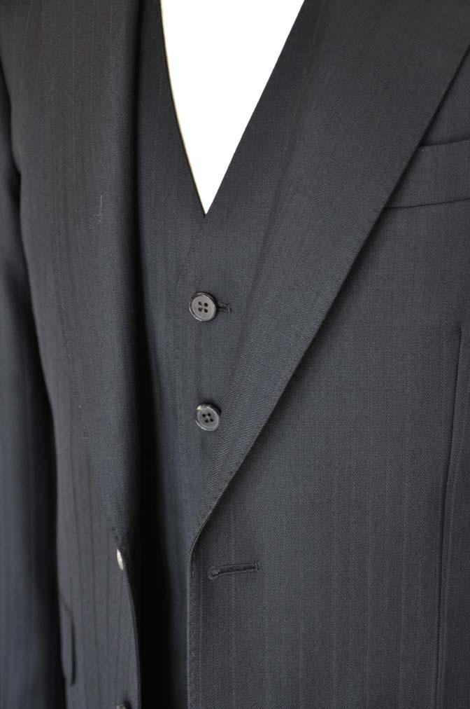 DSC0387-1 お客様のスーツの紹介- DUGDALE ブラックストライプ スリーピース- 名古屋の完全予約制オーダースーツ専門店DEFFERT