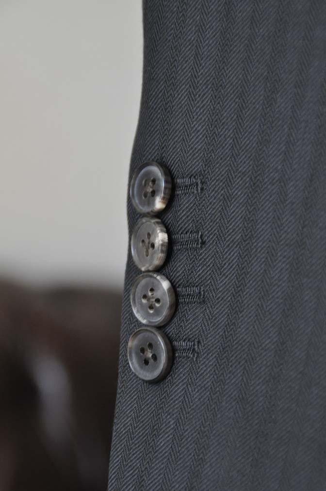 DSC0390-1 お客様のスーツの紹介- DUGDALE ブラックストライプ スリーピース- 名古屋の完全予約制オーダースーツ専門店DEFFERT