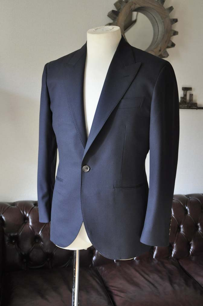 DSC0393-2 お客様のスーツの紹介-無地ネイビースーツ-