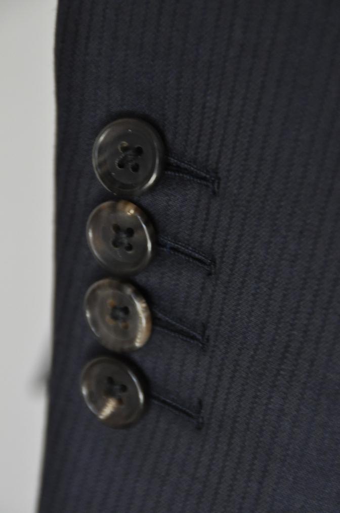 DSC03931 お客様のスーツの紹介-御幸毛織 Box Collection ネイビーストライプ スリーピース-