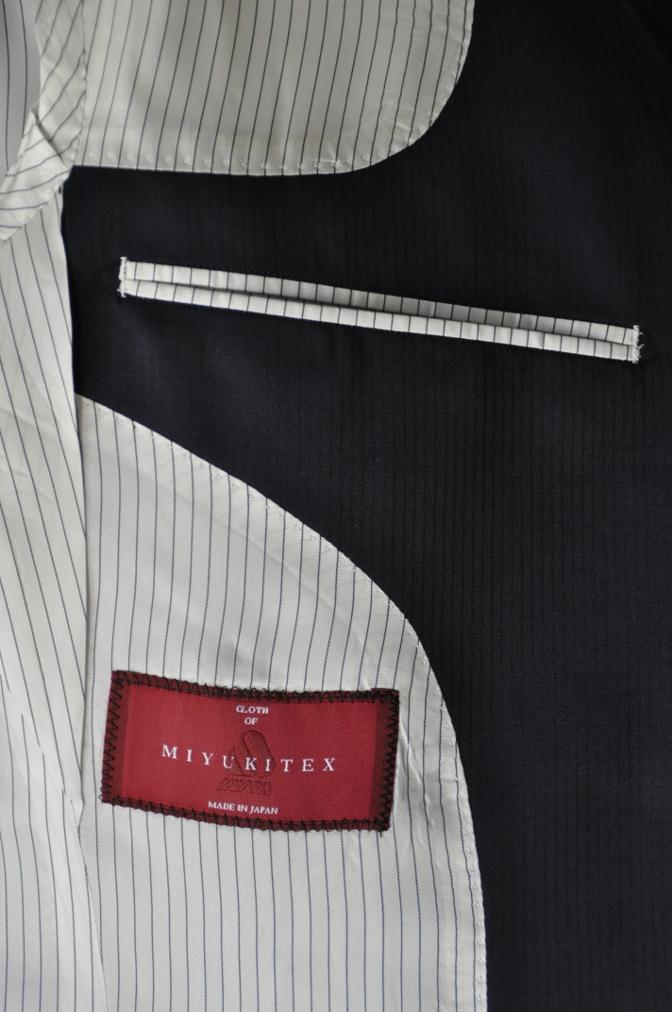 DSC03972 お客様のスーツの紹介-御幸毛織 Box Collection ネイビーストライプ スリーピース-