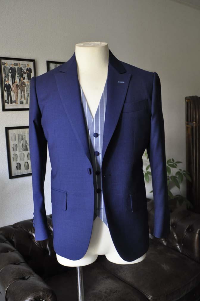 DSC04183 お客様のウエディング衣装の紹介-Biellesi 無地ネイビースーツ ブルーストライプベスト-