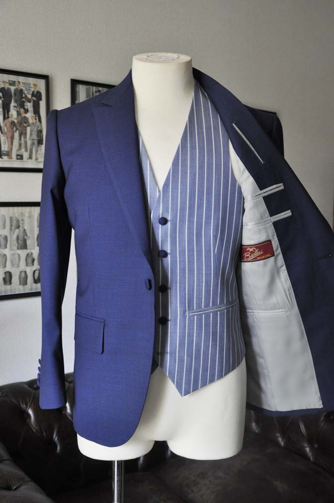 DSC04193 お客様のウエディング衣装の紹介-Biellesi 無地ネイビースーツ ブルーストライプベスト-