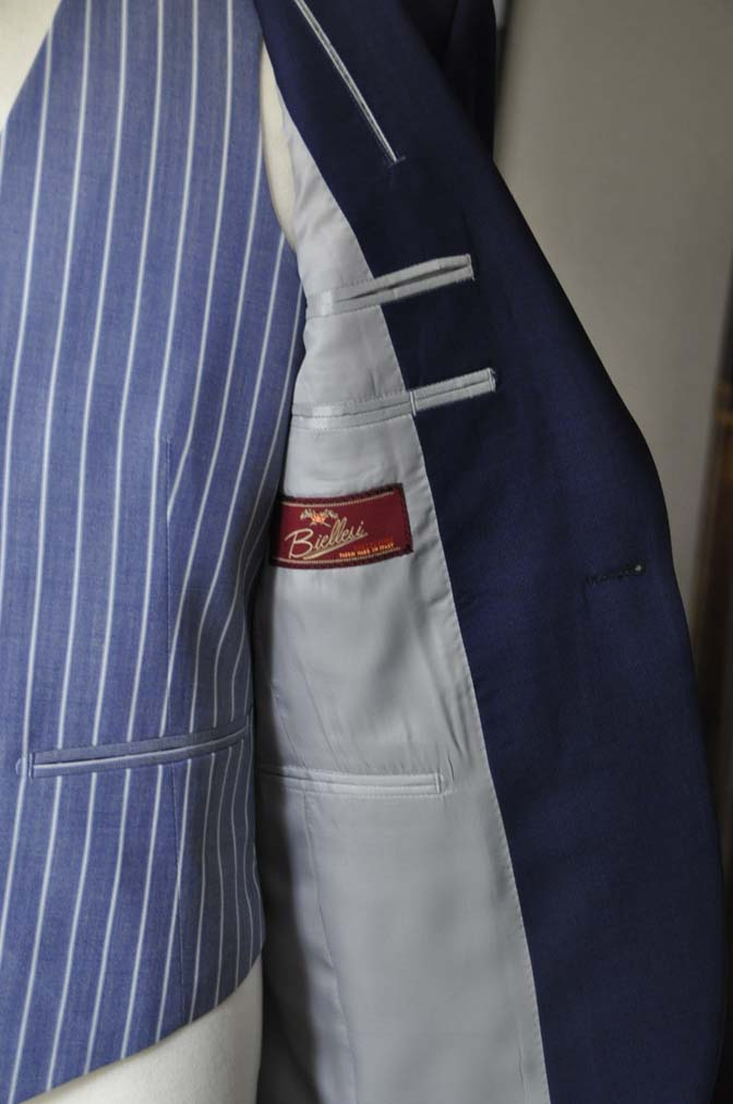 DSC04201 お客様のウエディング衣装の紹介-Biellesi 無地ネイビースーツ ブルーストライプベスト-