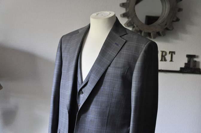 DSC0422-1 お客様のスーツの紹介- Loro Piana グレーチェックスリーピース- 名古屋の完全予約制オーダースーツ専門店DEFFERT