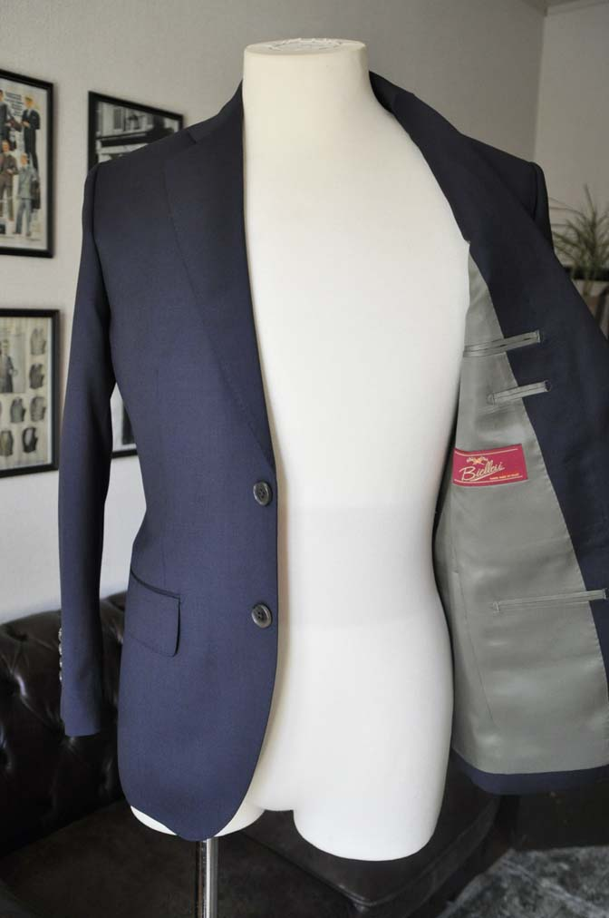 DSC04241 お客様のスーツの紹介- Biellesi 無地ネイビースーツ-
