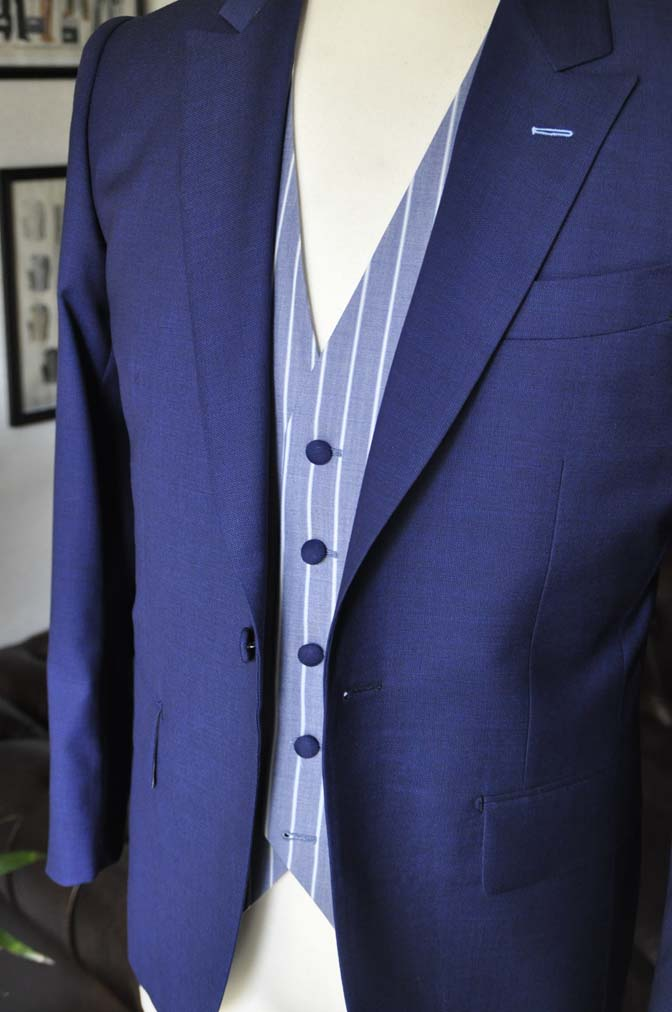 DSC0425 お客様のウエディング衣装の紹介-Biellesi 無地ネイビースーツ ブルーストライプベスト-