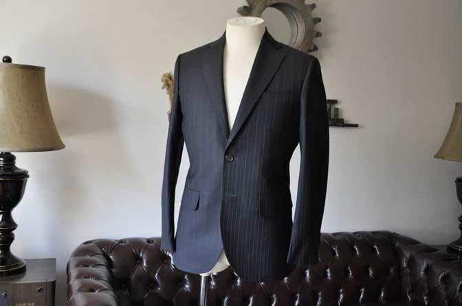 DSC0428-2 お客様のスーツの紹介- Biellesi ネイビーストライプスーツ-