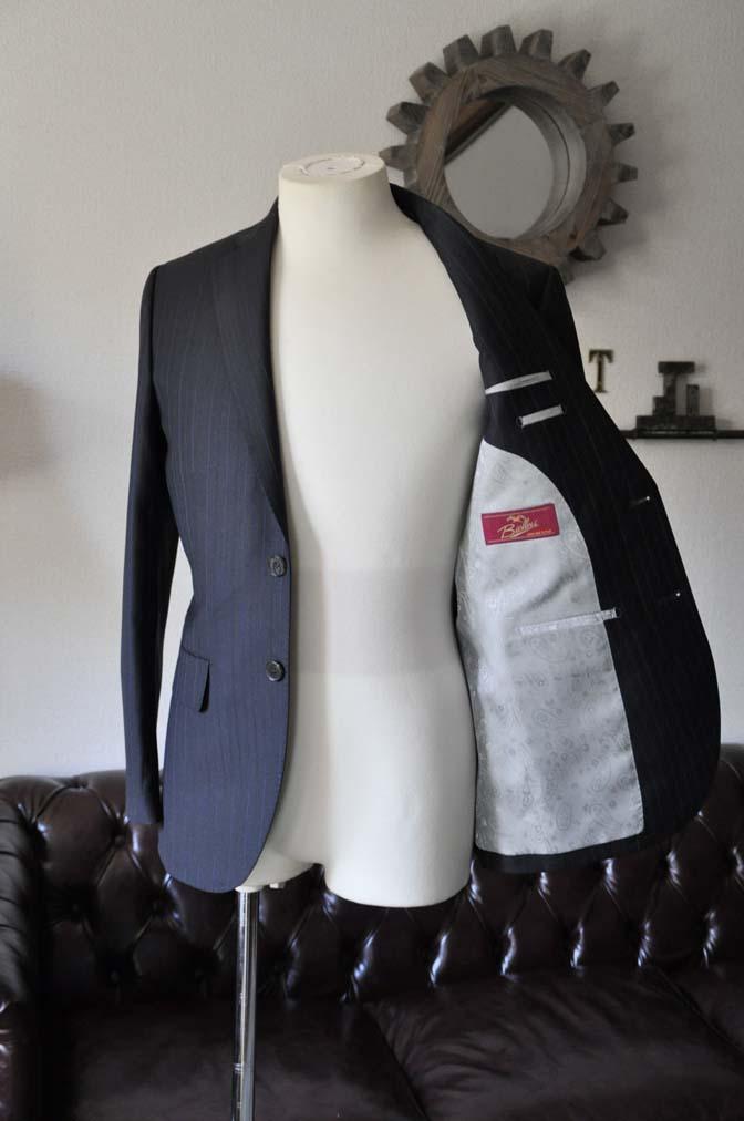 DSC0431-2 お客様のスーツの紹介- Biellesi ネイビーストライプスーツ-