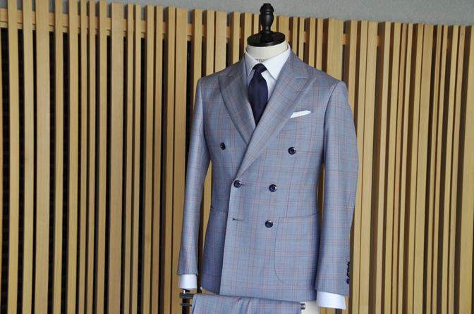 DSC0440-7 オーダースーツの紹介- SCABAL LONDONER ネイビーチェック ダブルで衿付きベストのスリーピース- 名古屋の完全予約制オーダースーツ専門店DEFFERT