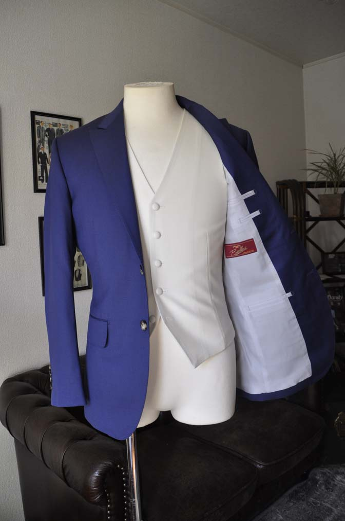 DSC0442 お客様のウエディング衣装の紹介- Biellesi ネイビースーツ ホワイトベスト-DSC0442 お客様のウエディング衣装の紹介- Biellesi ネイビースーツ ホワイトベスト- 名古屋市のオーダータキシードはSTAIRSへ
