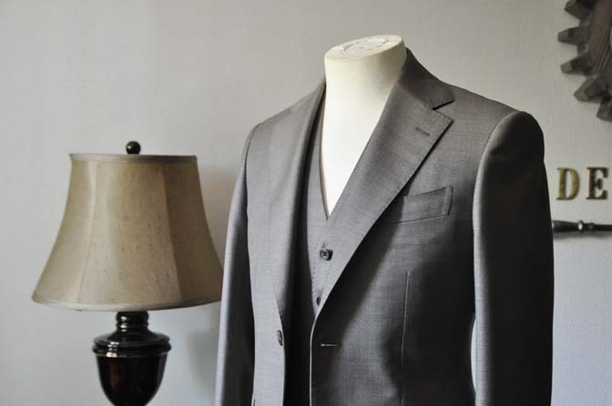 DSC0447-2 スーツの紹介- 御幸毛織 ライトブラウンスリーピース-