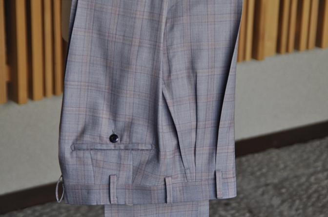 DSC0448-8 オーダースーツの紹介- SCABAL LONDONER ネイビーチェック ダブルで衿付きベストのスリーピース- 名古屋の完全予約制オーダースーツ専門店DEFFERT