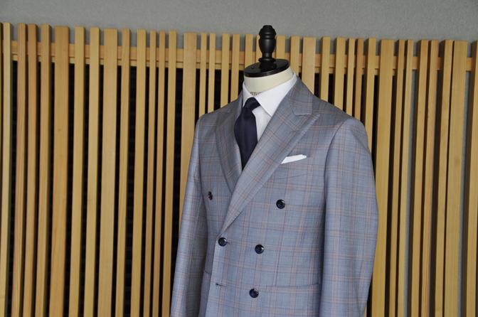 DSC0450-6 オーダースーツの紹介- SCABAL LONDONER ネイビーチェック ダブルで衿付きベストのスリーピース- 名古屋の完全予約制オーダースーツ専門店DEFFERT