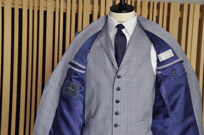 DSC0455-5 オーダースーツの紹介- SCABAL LONDONER ネイビーチェック ダブルで衿付きベストのスリーピース- 名古屋の完全予約制オーダースーツ専門店DEFFERT