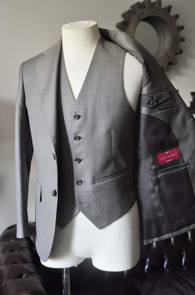 DSC0456-3 スーツの紹介- 御幸毛織 ライトブラウンスリーピース-