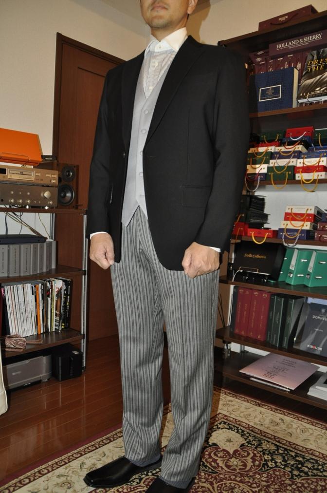 DSC0456 お客様の礼服の紹介-御幸毛織 ブラックスーツ コールパンツ グレーベスト-