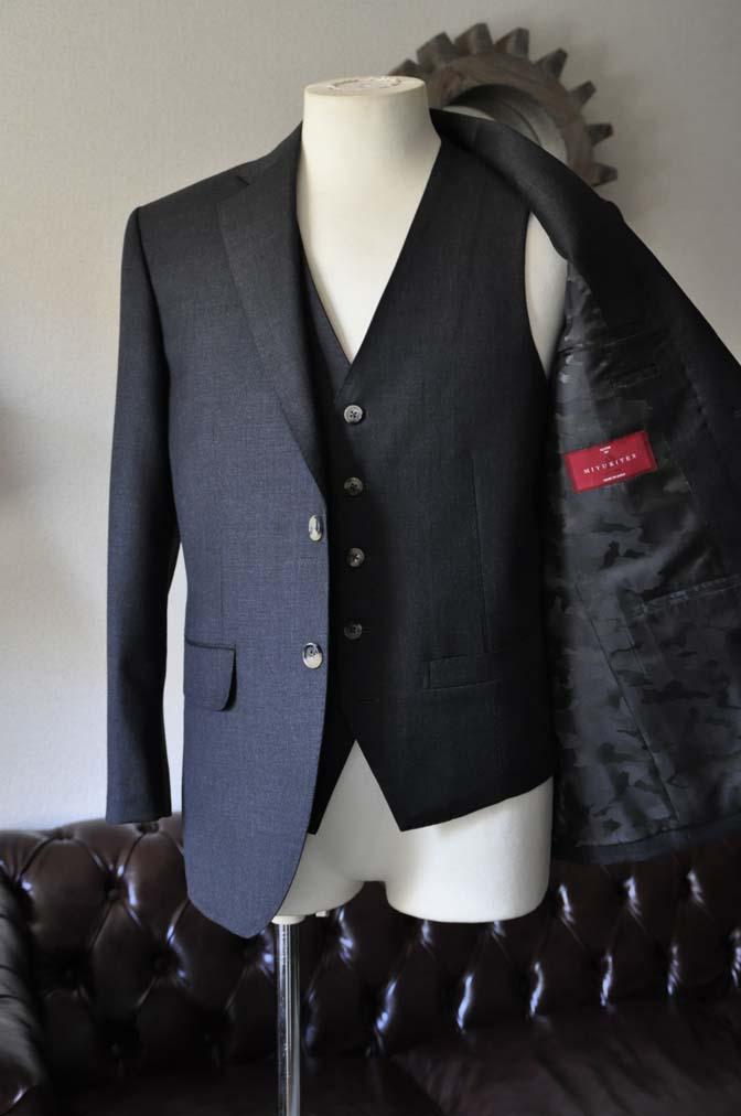 DSC0457-1 お客様のスーツの紹介- 御幸毛織 チャコールグレー スリーピース-