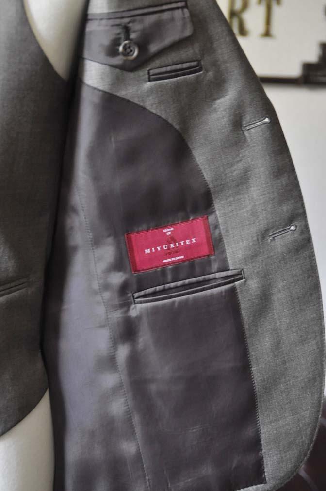 DSC0457-2 スーツの紹介- 御幸毛織 ライトブラウンスリーピース-