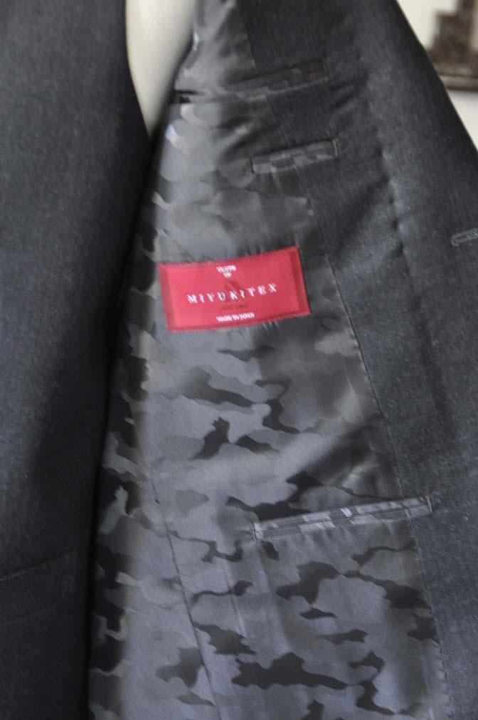 DSC0460-3 お客様のスーツの紹介- 御幸毛織 チャコールグレー スリーピース-
