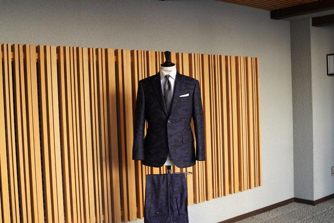 DSC04602 オーダースーツの紹介-Collezioni Biellesi ネイビー迷彩柄 成人式用スーツ-