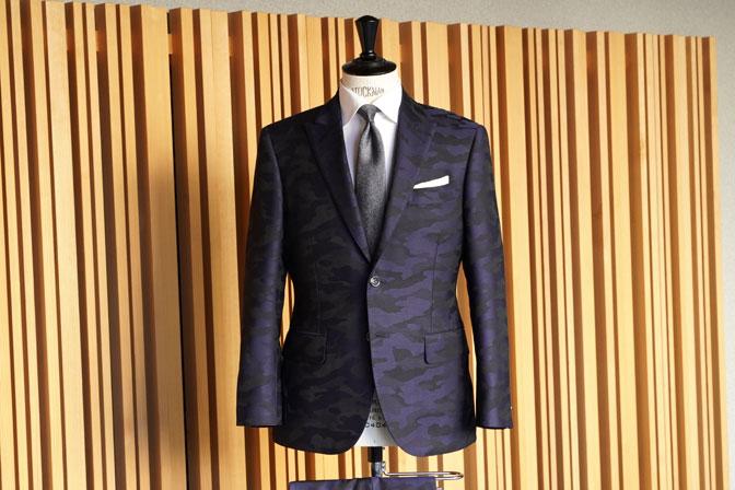 DSC04603 オーダースーツの紹介-Collezioni Biellesi ネイビー迷彩柄 成人式用スーツ-