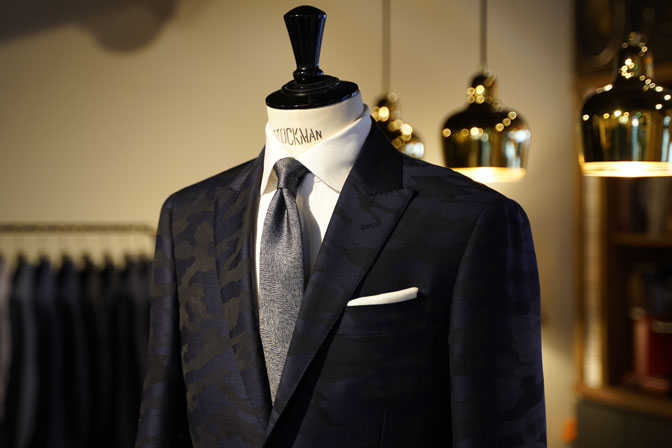 DSC04617 オーダースーツの紹介-Collezioni Biellesi ネイビー迷彩柄 成人式用スーツ-