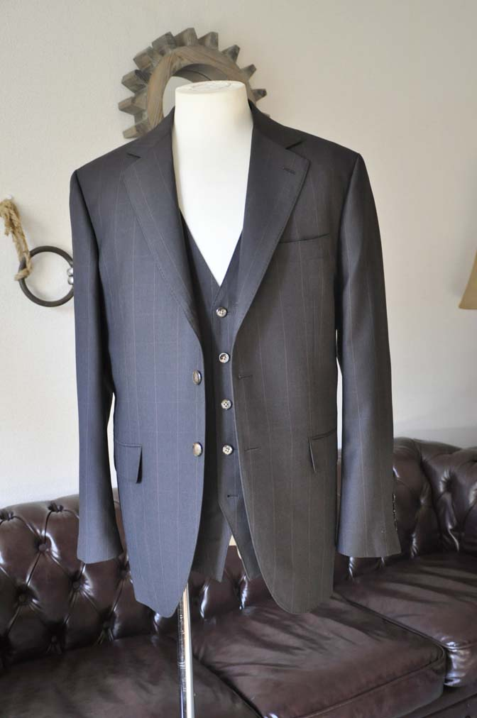DSC0462-1 お客様のスーツの紹介-Biellesiダークブラウンウィンドペン スリーピース-