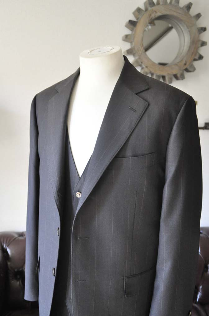 DSC0463-3 お客様のスーツの紹介-Biellesiダークブラウンウィンドペン スリーピース-