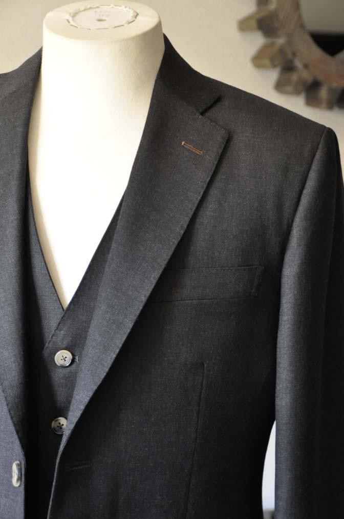 DSC0465-1 お客様のスーツの紹介- 御幸毛織 チャコールグレー スリーピース-