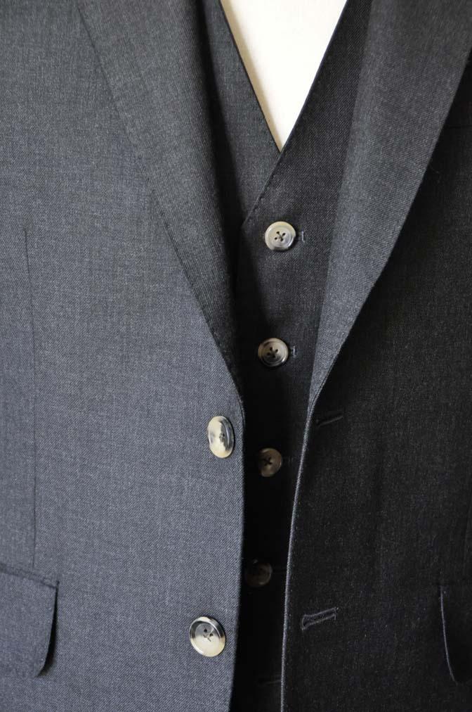 DSC0469-4 お客様のスーツの紹介- 御幸毛織 チャコールグレー スリーピース-