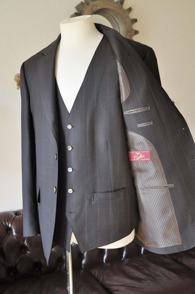 DSC0472-4 お客様のスーツの紹介-Biellesiダークブラウンウィンドペン スリーピース-