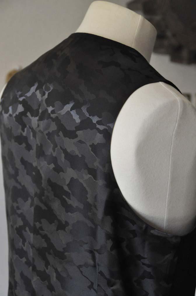 DSC0474-2 お客様のスーツの紹介- 御幸毛織 チャコールグレー スリーピース-