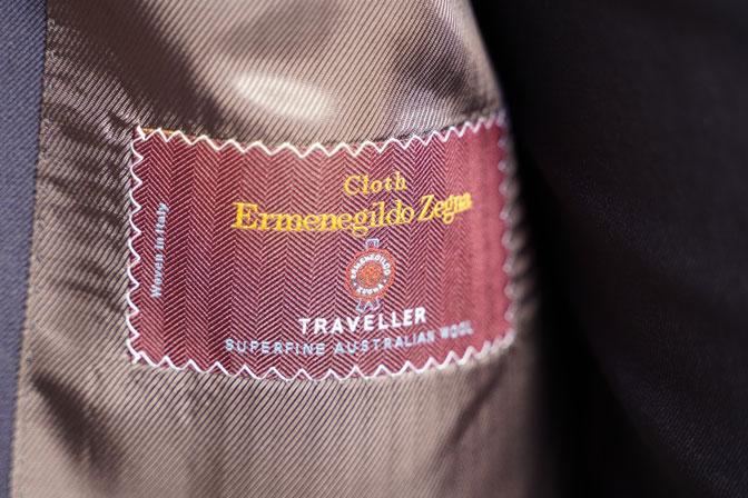 DSC04765 オーダースーツの紹介-Ermenegild Zegna TRAVELLER 無地ネイビースリーピース-