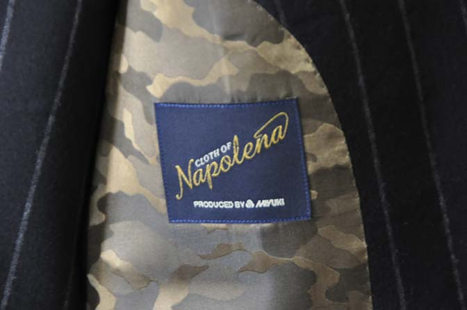 DSC0482-2 お客様のスーツの紹介- 御幸毛織 NAPOLENA(ナポレナ) フランネルブラックストライプ スリーピース-