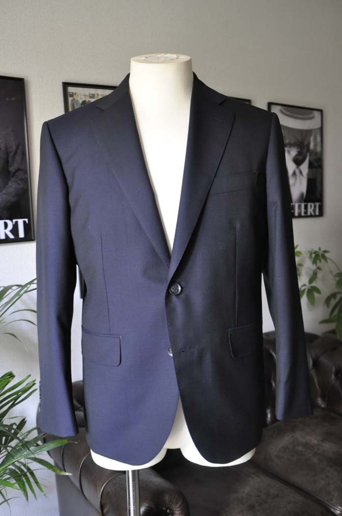 DSC04821 お客様のスーツの紹介-Biellesi 無地ネイビー-